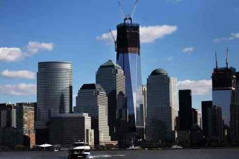 В Нью-Йорке завершается строительство небоскрёба на месте разрушенных террористами башен-близнецов. Фото: Spencer Platt/Getty Images