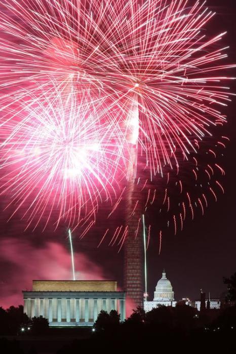Фейерверк в столице США Вашингтоне 4 июля 2013 года. Фото: Mark Wilson/Getty Images