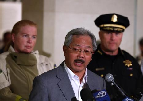 Мэр Сан-Франциско Эд Ли выступает во время пресс-конференции когда самолёт Boeing-777 потерпел крушение в Сан-Франциско 6 июля 2013 года. Фото: Justin Sullivan/Getty Images