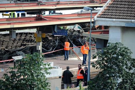 Крупнейшая железнодорожная катастрофа во Франции привела к гибели 6 человек 13 июля 2013 года. Фото: Antoine Antoniol/Getty Images