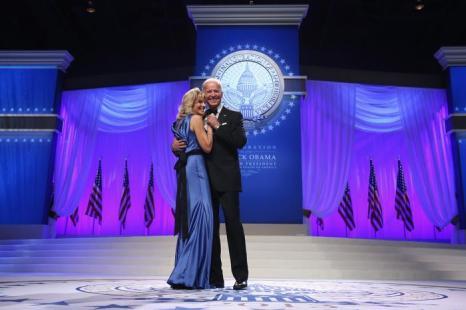 Вице-президент США Джо Байден и доктор Джил Байден на инаугурационном балу в Вашингтоне, 22 января 2013 года. Фото: Chip Somodevilla / Getty Images