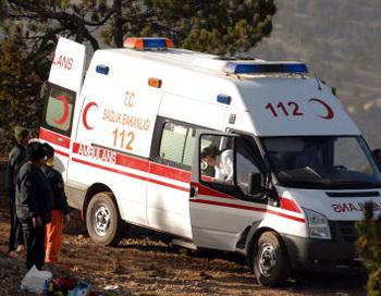 Машина скорой помощи на месте происшествия. Фото: Burak Kara/Getty Images