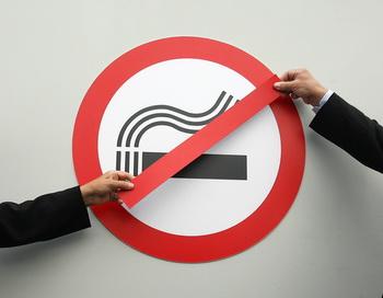 Знак, запрещающий курение. Фото: MARCUS BRANDT/AFP/Getty Images
