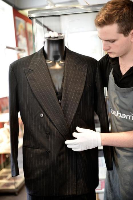 Двойной костюм для Лоуренса Оливье на аукционе Bonhams. Фото: Bethany Clarke/Getty Images
