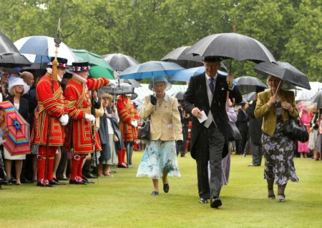 Фоторепортаж о вечеринке в саду Букингемского дворца. Фото: WPA Pool/Getty Images