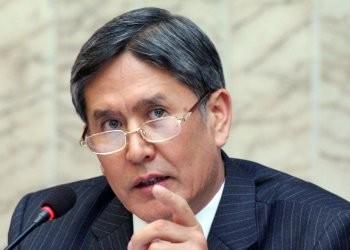 Глава правительства Алмазбек Атамбаев объявил себя победителем на первых выборах президента после кровавых событий в центрально-азиатской республике. Фото: DPA