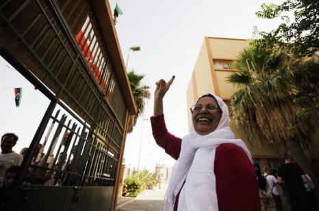 Ливийцы участвуют в первом свободном голосовании 7 июля 2012 г. Фото: MAHMUD TURKIA/AFP/GettyImages