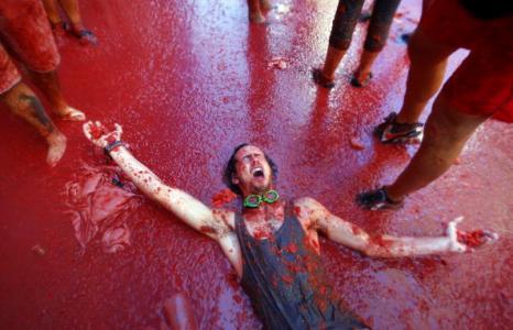 Томатина: в Испании проходят помидорные бои. Фоторепортаж. Фото: Biel Alino/AFP/Getty Images