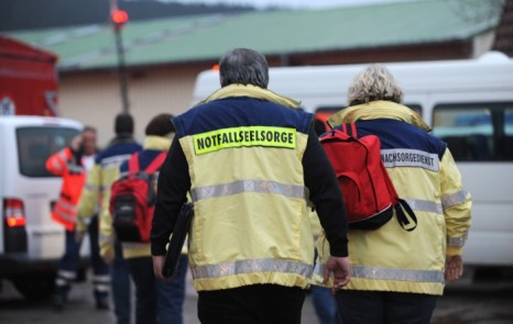 Фоторепортаж с места пожара в мастерской благотворительной организации Caritas города Титизей-Нойштадт на юго-западе Германии 26 ноября 2012 года. Фото: Marc Eich/Getty Images