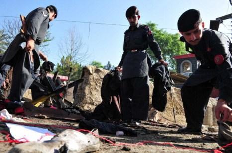 Фоторепортаж с места теракта в Пакистане. Фото: HASHAM AHMED/AFP/Getty Images