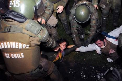 Фоторепортаж с акции протеста против строительства ГЭС в Чили. Фото: AFP PHOTO/ CLAUDIO SANTANA