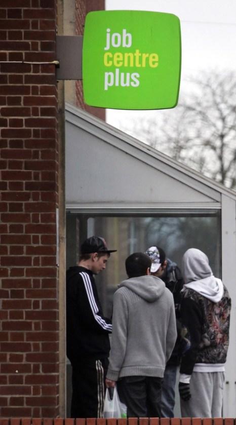 Великобритания решила прекратить выплачивать пособия иммигрантам. Фото: Matt Cardy/Getty Images
