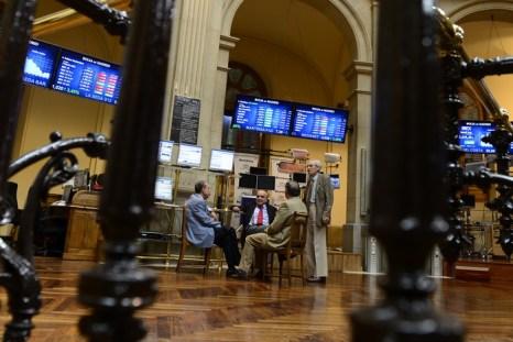 На фондовых торгах в Мадриде. Фото:  JAVIER SORIANO/AFP/GettyImages