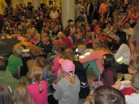 Дети на приёме в мэрии Хельсинки. 12.06.2013. Фото: Лариса Кононова/Великая Эпоха (The Epoch Times)