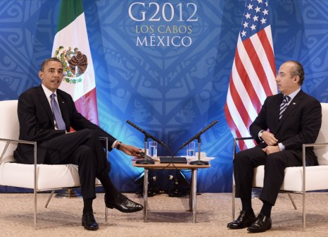 Президент США Барак Обама и президент Мексики Фелипе Калдерон на встрече G20 в Лос-Кабос, Мексика. Фото: JEWEL SAMAD/AFP/GettyImages)