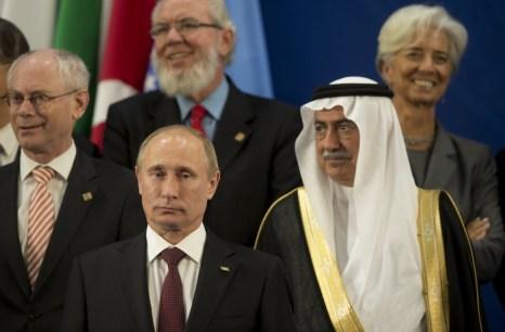 Участники встречи G20 в Лос-Кабос, Мексика. На переднем плане – президент России Владимир Путин и министр финансов Саудовской Аравии Ибрагим Абдулазиз аль Афар. Фото:  CRIS BOURONCLE/AFP/GettyImages