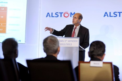 1.Разоблачение крупного взяточничества.  Председатель и исполнительный директор компании Alstom Патрик Крон выступает на пресс-конференции в Париже 4 ноября 2011 года. Фото: ERIC PIERMONT/AFP/Getty Images