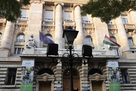 2.Венгрия обратилась за финансовой помощю. Вид на Центральный банк Венгрии (Magyar Nemzeti Bank). Фото:  ATTILA KISBENEDEK/AFP/Getty Images