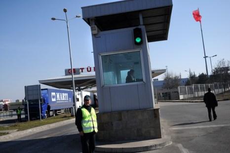 В Болгарии нелегально переправляют нефть. Таможенный пунк в Болгарии. Фото: DIMITAR DILKOFF/AFP/Getty Images