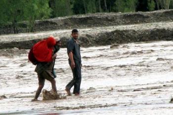 В результате наводнения и схода лавины в Афганистане погибло не менее 27 человек. Фото: abendblatt.de