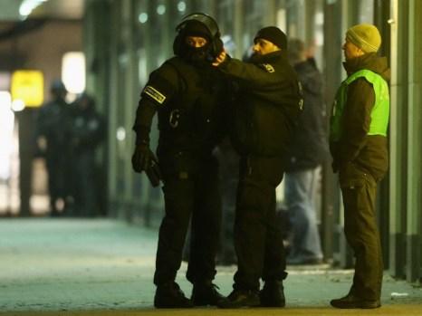 Освобождение заложника при ограблении банка в Берлин-Целендорфе 21 декабря 2012 г. закончилось без кровопролития. Фото: Sean Gallup/Getty Images