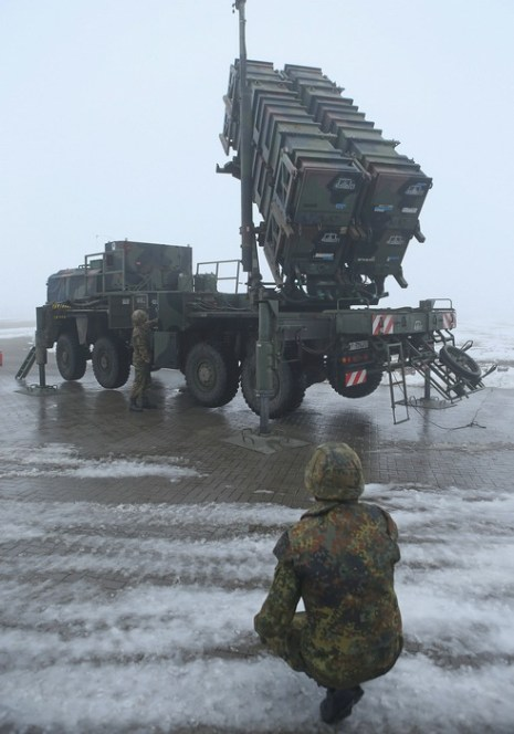 В учебном центре Бундесвера Варбелов 18 декабря 2012 г. группа обслуживания зенитных ракетных комплексов Patriot провела учения для подготовки к защите границ Турции. Фото: Sean Gallup/Getty Images