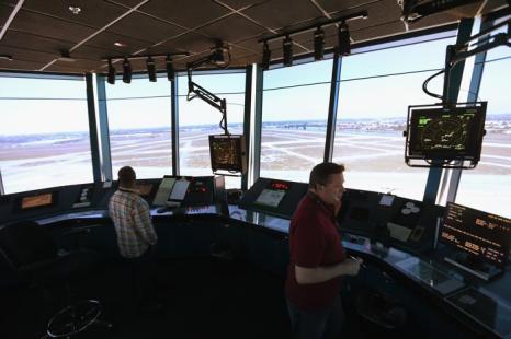 Управление воздушным транспортом в малом аэропорту Опа-Лок в Майями. Фото: Joe Raedle/Getty Images