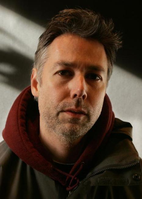 Музыкант и режиссер Адам Яук позирует для портрета студии 2006 Sundance Film Festival 23 января 2006 года в Парк-Сити, штат Юта. Фоторепортаж. Фото: Mark Mainz / Getty Image