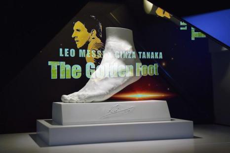 Ногу Лионеля Месси увековечили в золоте. Фото: Koki Nagahama/Getty Images