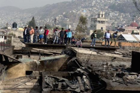 Число погибших в Мексике от взрыва цистерны с газом достигло 23 человек. Фото: YURI CORTEZ/AFP/Getty Images