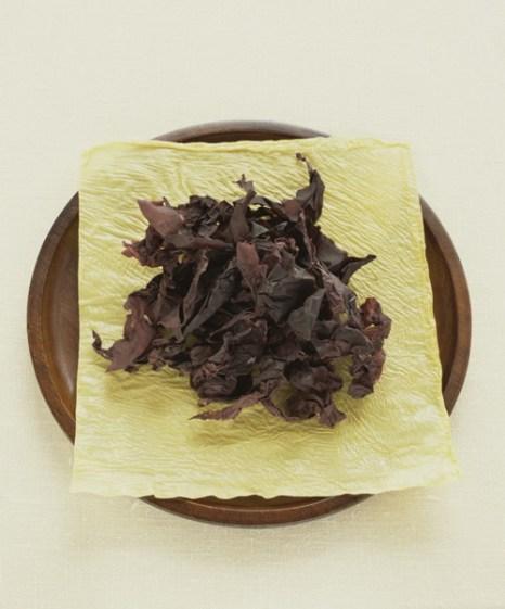 Порошок или хлопья из красной водоросли используются в качестве приправы. Фото: Jupiterimages/photos.com