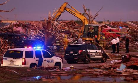 В штате Оклахома проводят восстановительные работы после Торнадо. Фото: Tom Pennington/Getty Images