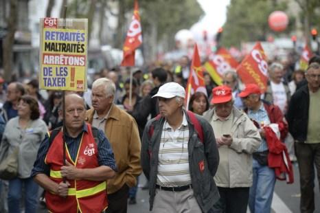 Десятки тысяч французов протестуют против пенсионной реформы. Фото: MARTIN BUREAU/AFP/Getty Images