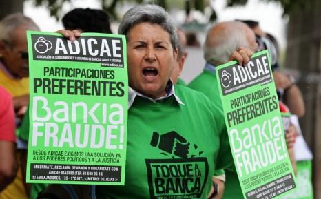Кто будет платить за ошибки банкиров? Фото: JOSE JORDAN/AFP/Getty Images