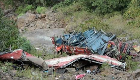 Индия: автобус упал в пропасть, 30 человек погибли. Фото: STRINGER/AFP/Getty Images