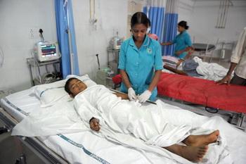 В Индии почти 900 детей пострадали от бесплатного лекарства. Фото: NOAH SEELAM/AFP/Getty Images