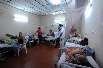 По данным министерства здравоохранения, в Гондурасе одиннадцать человек погибли и 9600 заболели, в Никарагуа — четыре смертельных случая и 1500 больных. Фото: NORBERTO DUARTE/AFP/Getty Images