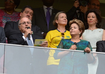 Протесты в Бразилии: Дилма Руссефф, по-видимому, не появится на финальном матче Кубка Конфедераций. Фото: YASUYOSHI CHIBA/AFP/Getty Images