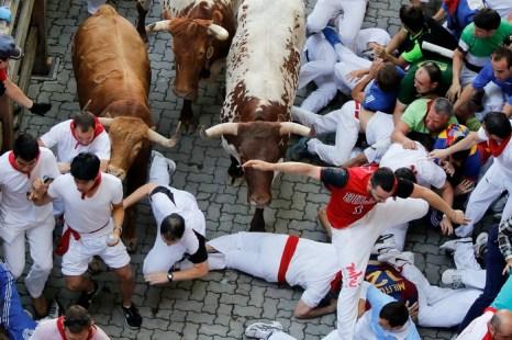 Забег с быками в Испании закончился госпитализацией 20 человек. Фото: Pablo Blazquez Dominguez/Getty Images