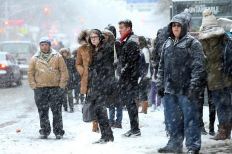 В Нью-Йорке должно выпасть до 35 см снега, что значительно больше, чем при недавней снежной буре, прошедшей в начале этого года. Фото: Spencer Platt/Getty Images