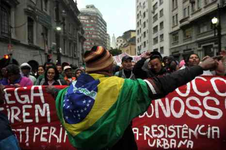 Бурные протесты продолжаются в Бразилии. В Сан-Паулу вновь возникли беспорядки в среду, 14 августа. Около тысячи человек вышли на демонстрацию против повышения цен на общественный транспорт. Фото: NELSON ALMEIDA/AFP/Getty Images