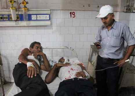 Число пострадавших в результате взрывов в Индии достигло 20 человек. Фото: STR/AFP/Getty Images