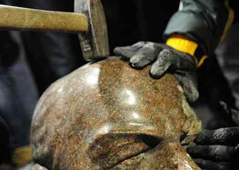 За двое суток в Украине снесли 25 памятников Ленину. Фото: Mstyslav Chernov/wikimedia.org