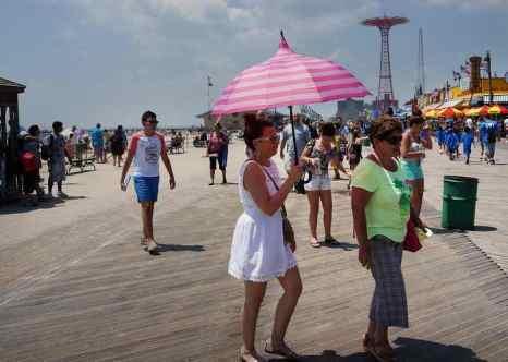 В восточную часть США пришла сильнейшая жара. Фото: Spencer Platt/Getty Images