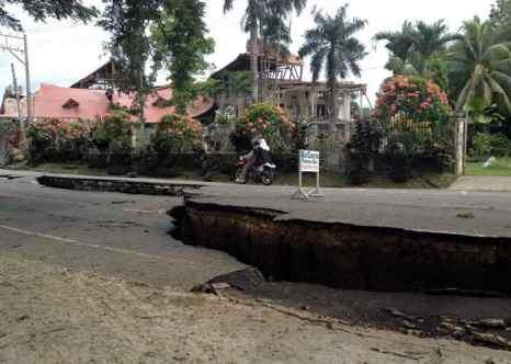 Филиппины. Бохол. Землетрясение силой 7,2 балла произошло сегодня утром, основной удар пришёлся на курортные острова Бохол и Себу. Фото: Robert Michael Poole/AFP/Getty Images