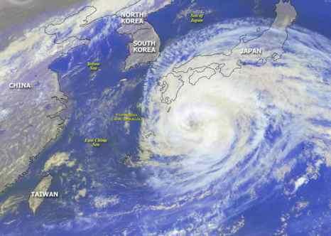 Япония. Тайфун. Фото: NOAA/Getty Images