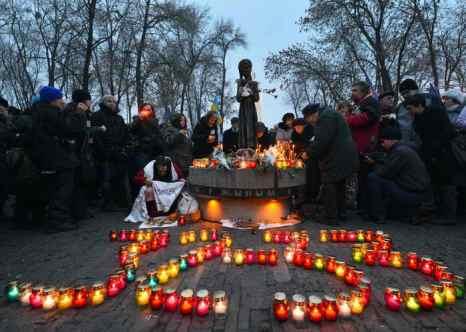 На Украине поминают жертв голодомора. Фото: SERGEI SUPINSKY/AFP/Getty Images