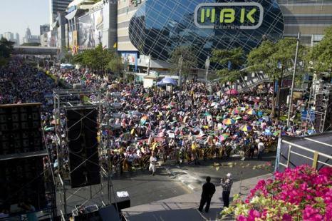 Протестующие против правительства 13 января начали новую массовую акцию, намериваясь парализовать движение городского транспорта и работу государственных органов в Бангкоке. Фото: Ed Wray/Getty Images