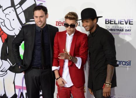 Скутер Браун, Джастин Бибер и Ашер на премьере фильма Believe 3D («Верь») в Лос-Анджелесе 18 декабря 2013 года. Фото: Jason Kempin/Getty Images