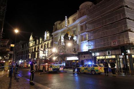 В лондонском театре «Аполло» во время представления на людей обрушился потолок, более 80 человек пострадали 19 декабря 2013 года. Фото: Danny Martindale/Getty Images